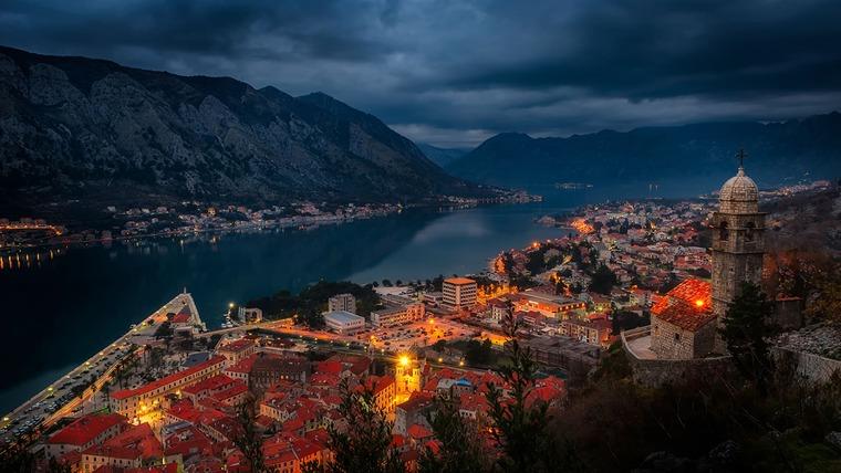Черногория вечером