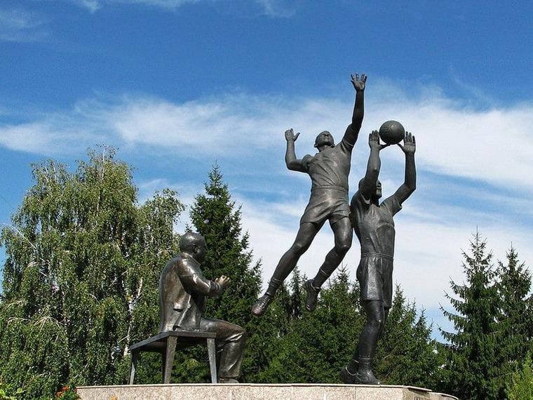 Волейболисты памятник в Белгороде