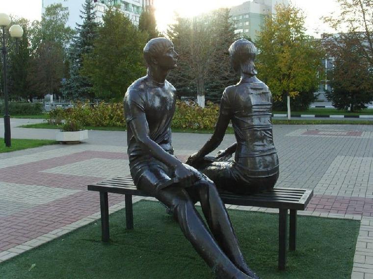 Студенчество памятник в Белгороде