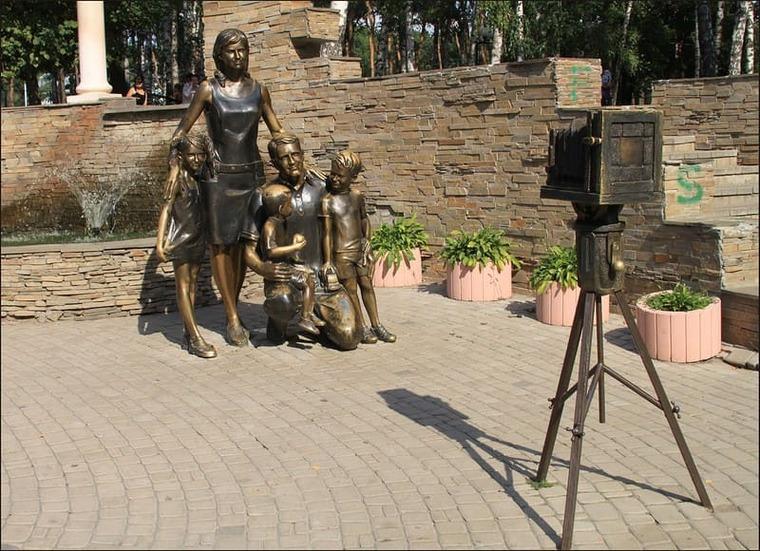 памятник в Белгороде семья и материнство
