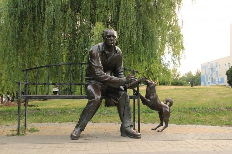 памятник в Белгороде Краевед