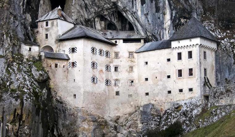 Предъямский замок и Постойнска яма